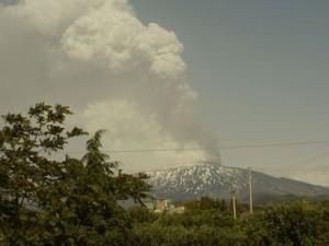 Sicilská sopka Etna znovu chrlí lávu a popel